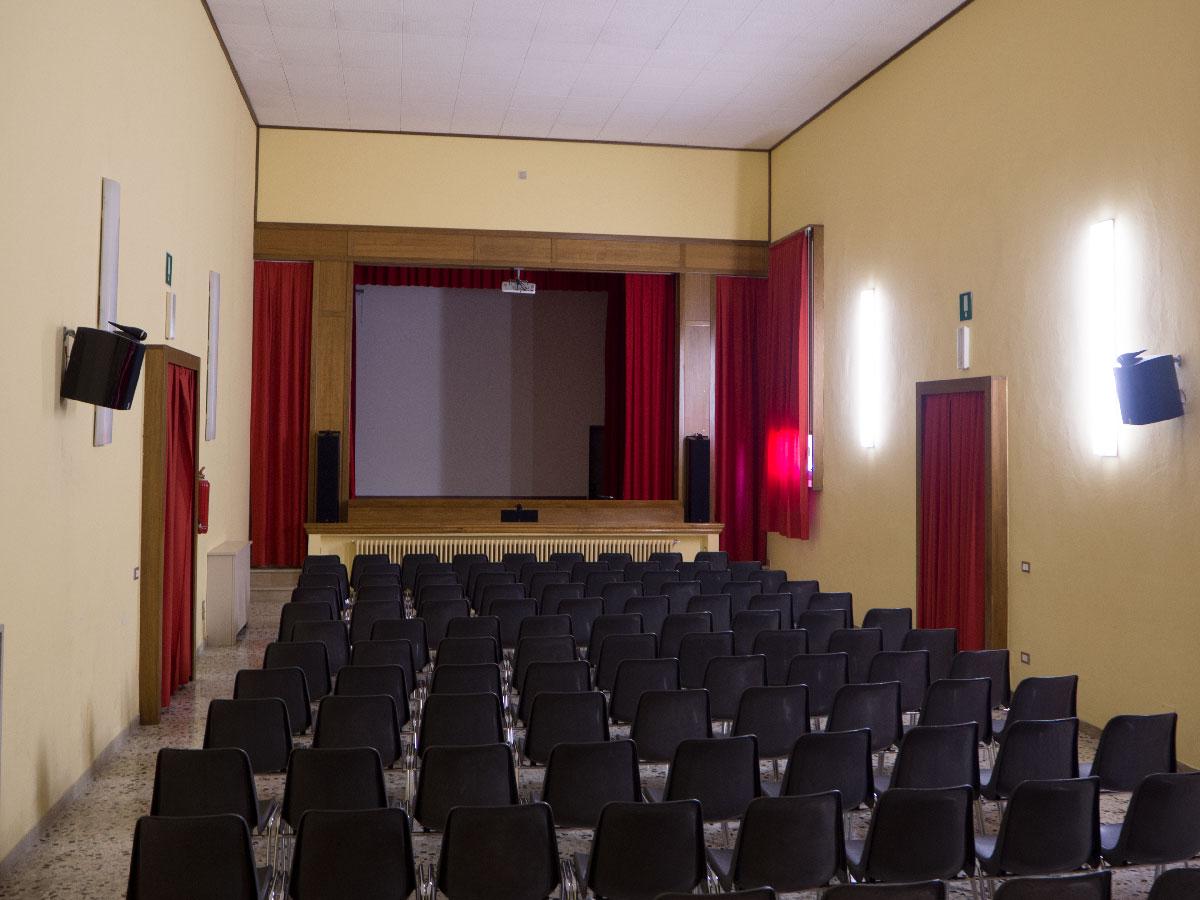 Venerdì 27 maggio 2016 - ore 20:30 al teatro Pavoni  Arlecchino innamorato: attori allievi/e classe seconda media